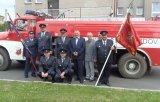 Společné foto před hasičskou Tatrou.