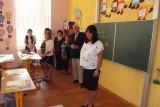 Je 4. září - začíná školní rok 2017 - 2018. Přítomné vítá ředitelka školy E. Peksová.