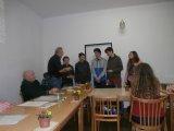 Předávání členských průkazů mladé generaci.