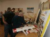 Diskuze pokračovala u výstavy modelů .