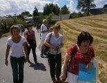 Odcházíme na kulturní program do střediska nad obcí