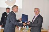 Starosta SDH předává dar starostovi obce