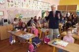 Povídal si s nimi o školní práci  a o předmětech , na které se těší.
